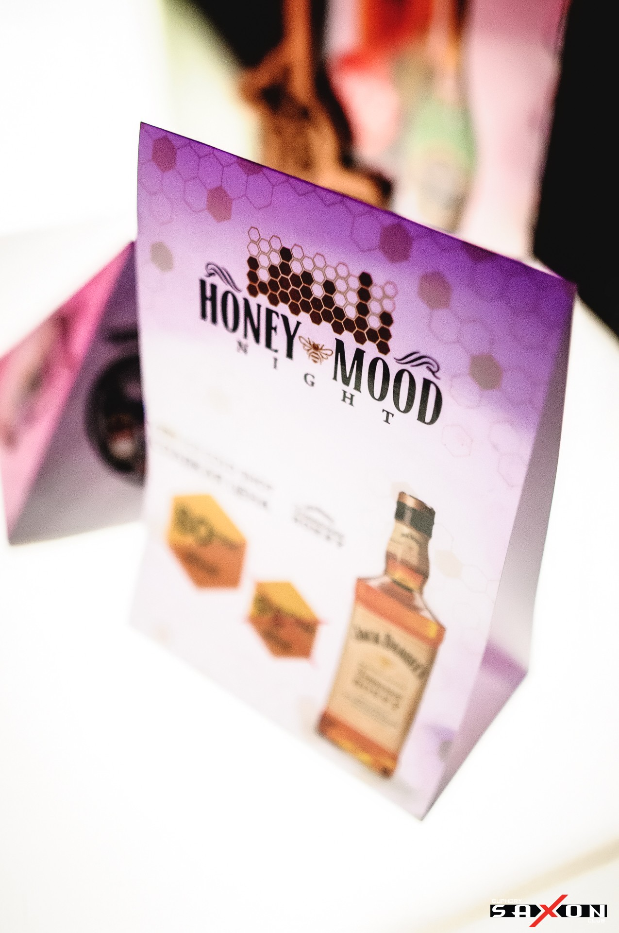 Вечеринка «Honey Mood Night» в клубе «Saxon»