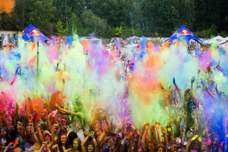 «Фестиваль красок Холи» на «Ледовом стадионе»