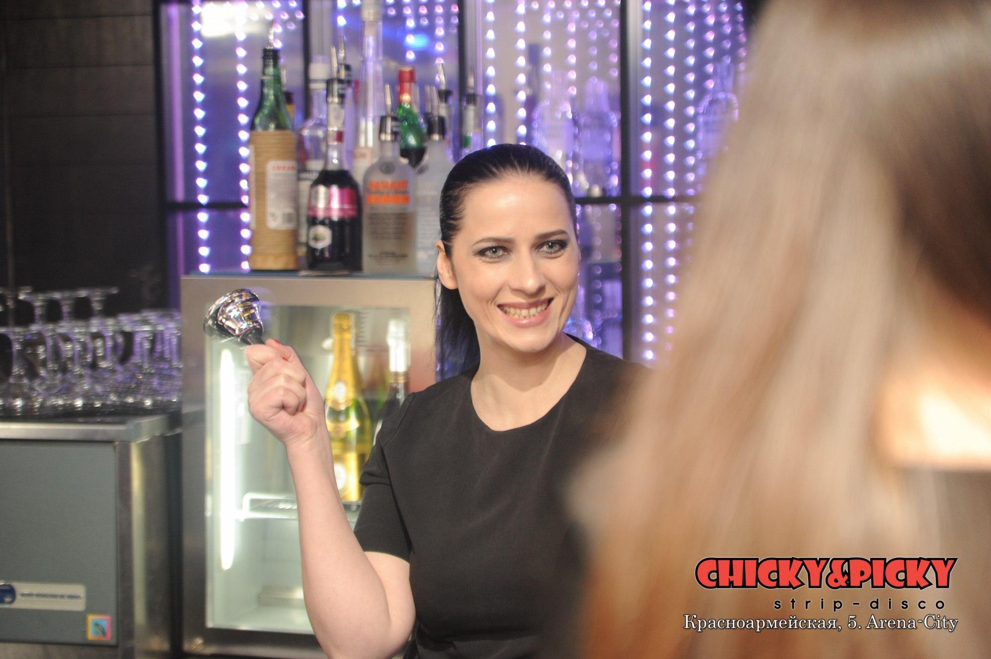 Доктор Даун Хаус в strip - disco ChickyΠcky